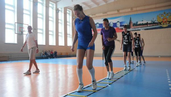 И снова в бой!:  «Омичка» начала подготовка к волейбольному сезону 2- го августа в спортивном зале СКК им. Блинова...